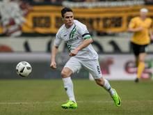 Manuel Schmiedebach spielt auch in der kommenden Saison für Hannover.