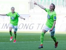 Wolfsburgs Ewa Pajor (rechts) traf beim 6:0-Erfolg gegen Union Berlin dreimal