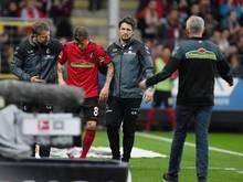 Freiburgs Mike Frantz musste in der Partie gegen den FC Schalke 04 ausgewechselt werden