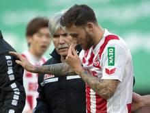 Marco Höger hat sich bei einem Zusammenprall eine Blessur am Kopf zugezogen
