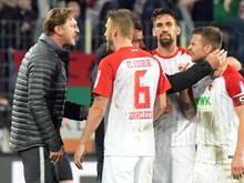 Beim Hinspiel zwischen Augsburg und Leipzig gab es mächtig Diskussionsbedarf