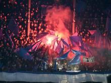 HSV-Fans brannten im Gästeblock des Weserstadions mehrmals Pyrotechnik ab