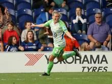 Wolfsburgs Lara Dickenmann freut sich über ihren Treffer zum 3:1 bei Chelsea