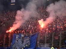 HSV-Anhänger brannten beim Spiel gegen Mönchengladbach Pyrotechnik ab