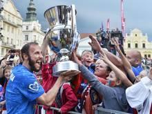 Ex-Bundesliga-Profi Roman Hubnik feierte mit Viktoria Pilsen den Gewinn der tschechischen Meisterschaft