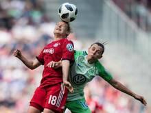 Bayerns Dominika Skorvankova (l.) schoss das Führungstor gegen Wolfsburg