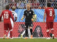 Kasper Schmeichel (m.) glänzte gegen Peru mit sechs Paraden