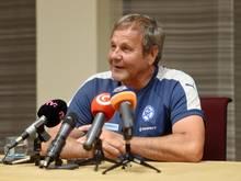 Der slowakische Fußball-Nationaltrainer Jan Kozak hat sein Amt nach fünf Jahren auf eigenen Wunsch niedergelegt