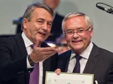 Wolfgang Niersbach (l.) und Horst R. Schmidt müssen sich nicht wegen des Vorwurfs der Steuerhinterziehung verantworten