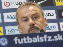 Pavel Hapal wird bei einer Pressekonferenz als neuer Fußball-Nationaltrainer der Slowakei vorgestellt. Foto: Martin Baumann/TASR