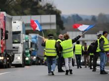 """In Frankreich wurden vor dem Hintergrund zu erwartender Demonstrationen der """"Gelben Westen"""" mehrere Fußballspiele abgesagt"""