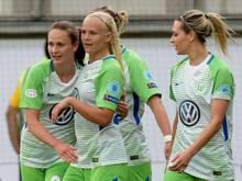 Pernille Harder feiert ihren Treffer mit Caroline Hansen und Lena Goeßling