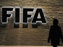 Das Logo des Internationalen Fußballverbandes FIFA ist am Sitz der FIFA zu sehen
