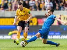 Dynamos Haris Duljevic (l.) im Zweikampf mit Bochums Patrick Fabian