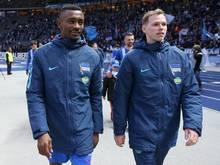 Salomon Kalou (l) und Teamkollege Ondrej Duda vereinbarten erneut eine Torwette