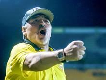 Diego Maradona heuert bei Gimnasia y Esgrim an