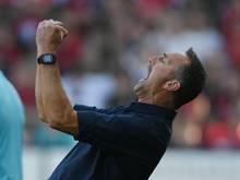 Kölns Trainer Achim Beierlorzer bekommt auch Ratschläge von seiner Frau Steffi