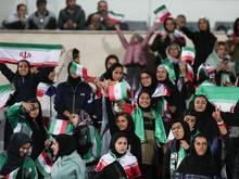 Iranische Frauen dürfen in Zukunft ins Stadion