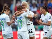 Anna Blässe (l-r), Ewa Pajor, Pernille Harder und Sara Björk Gunnarsdottir bejubeln ein Tor für den VfL