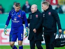Nürnbergs Torwart Patric Klandt (l.) hat sich beim Pokalspiel verletzt