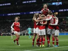 Arsenal feiert seinen 2:0-Sieg gegen Tottenham Hotspur mit 38.262 Fans.