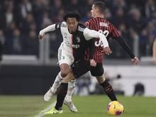 Juan Cuadrado (l.) wird bis 2022 für Juventus Turin spielen