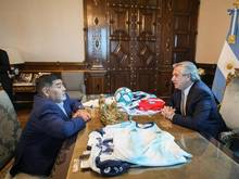 Argentiniens Präsident Alberto Fernández und Fußballlegende Diego Maradona