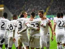 Die Frankfurter jubeln über den Einzug ins Pokalhalbfinale