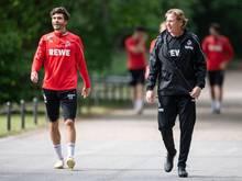 Haben mit dem 1. Köln das Quarantäne-Trainingslager bezogen: Kapitän Jonas Hector (l) und Trainer Markus Gisdol