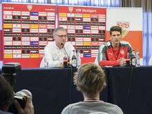 Michael Reschke (l) hatte Mario Gomez vom VfL Wolfsburg zurück zu den Stuttgartern geholt