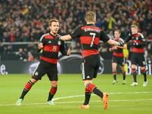 Holten 2014 den WM-Titel: Mario Götze und Bastian Schweinsteiger