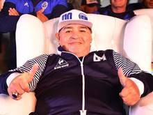 Diego Maradona hat seinen Vertrag als Trainer von La Plata verlängert