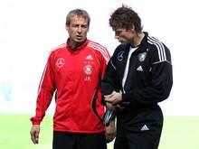 """Hat mit Jürgen Klinsmann (r.) nach eigenen Worten """"seit Ewigkeiten"""" nicht mehr gesprochen: Jens Lehmann 2006 mit dem damaligen Bundestrainer"""