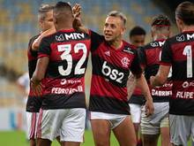 Flamengo um Ex-Bayern-Profi Rafinha (M.) feierte einen Sieg