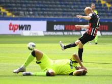 Sebastian Rode (r.) brachte Eintracht Frankfurt gegen SC Paderbon in Führung