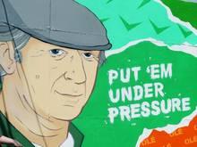 Ein Wandbild in Dublin erinnert an den verstorbenen Weltmeister und Nationaltrainer Irlands Jack Charlton