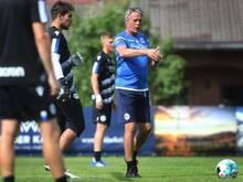 Arminia-Trainer Uwe Neuhaus kritisiert die unterschiedlichen Pläne zur Fan-Rückkehr