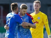 Holstein Kiels Torwart Thomas Dähne wurde positiv auf das Coronavirus getestet und fehlt daher in Würzburg