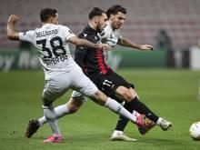 Die Leverkusener (weiße Trikots) waren auch vom OGC Nizza nicht zu stoppen