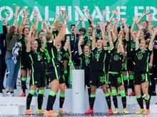 Die Spielerinnen des VfL Wolfsburg hatten 2020 den DFB-Pokal gewonnen