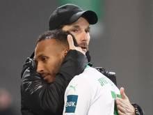 Fürths Trainer Stefan Leitl (l) muss gegen Holstein Kiel kurzfristig auf Julian Green verzichten
