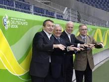 Franz Beckenbauer (2.v.r.) holte die WM 2006 nach Deutschland
