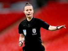 Soll das Viertliga-Spiel zwischen Harrogate Town und Port Vale pfeifen: Schiedsrichterin Rebecca Welch