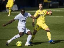 Valencias Mouctar Diakhaby (l) soll in Cadiz rassistisch beleidigt worden sein
