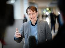 Karl Lauterbach (SPD), Gesundheitspolitiker, spricht im Bundestag zu Medienvertretern