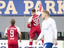 Freiburgs Christian Günter (M) traf gegen den FC Schalke 04 gleich doppelt