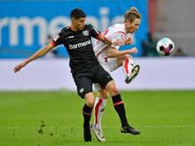 Leverkusens Exequiel Palacios (l.) hat sich verletzt