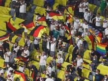 Es hatte Befürchtungen gegeben, die Zahl der positiven Tests könnte nach dem Spiel gegen Ungarn ansteigen: Fans feiern auf der Tribüne