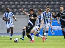 Arminia Bielefeld verpflichtete Masaya Okugawa (2.v.l.) fest