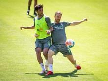 Außenverteidiger Michael Lang (r) kehrt zum FC Basel zurück
